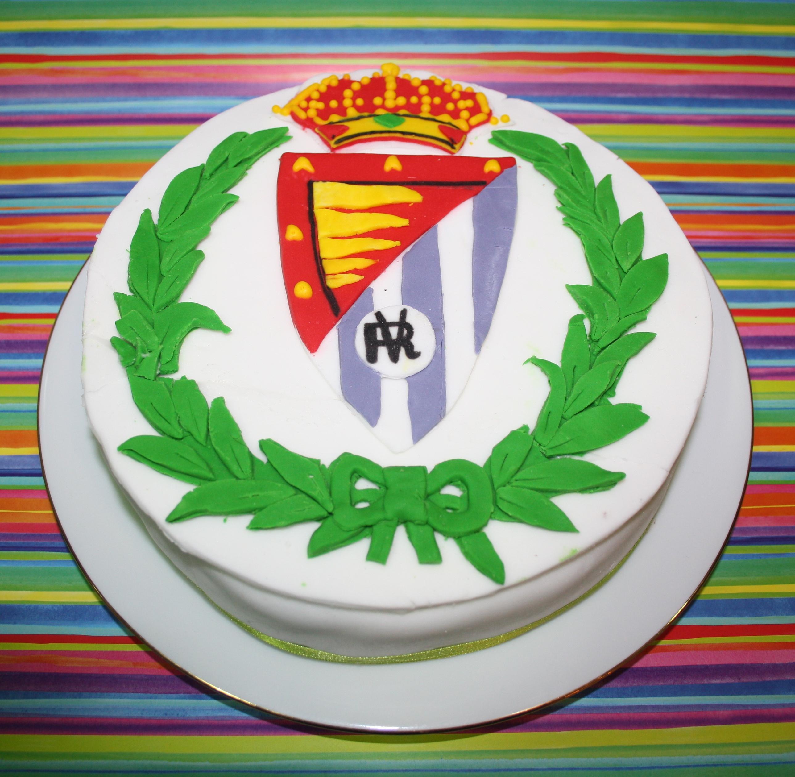 Pastel de cumpleaos de Madeira Sponge Cake MSC con escudo del R