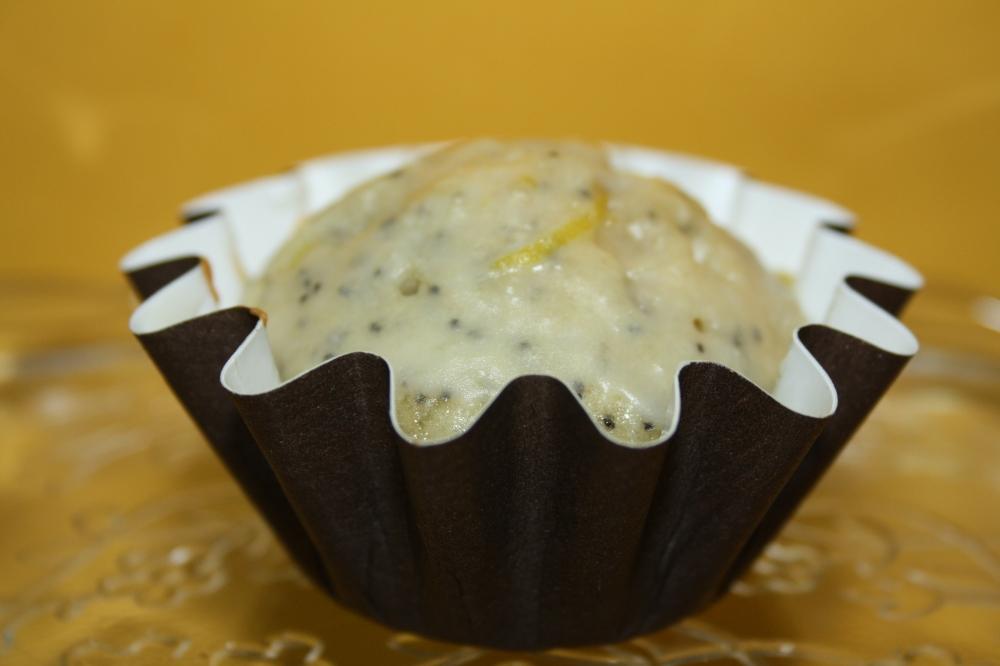 Con el glaseado cubriendo el cupcake